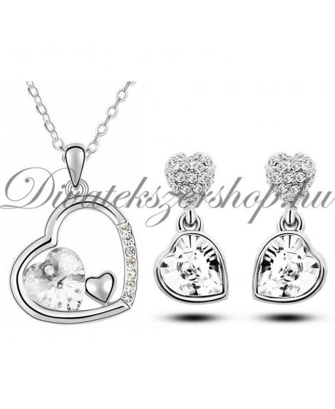 Szív medálos szett ezüst színű szív kristállyal